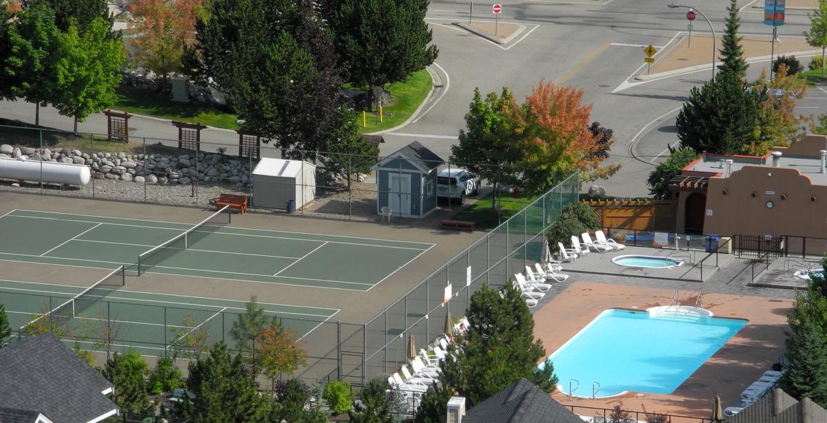 Pool & tennis